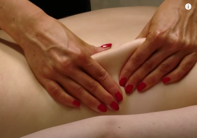 Rolling Massage gently lifts the tissue